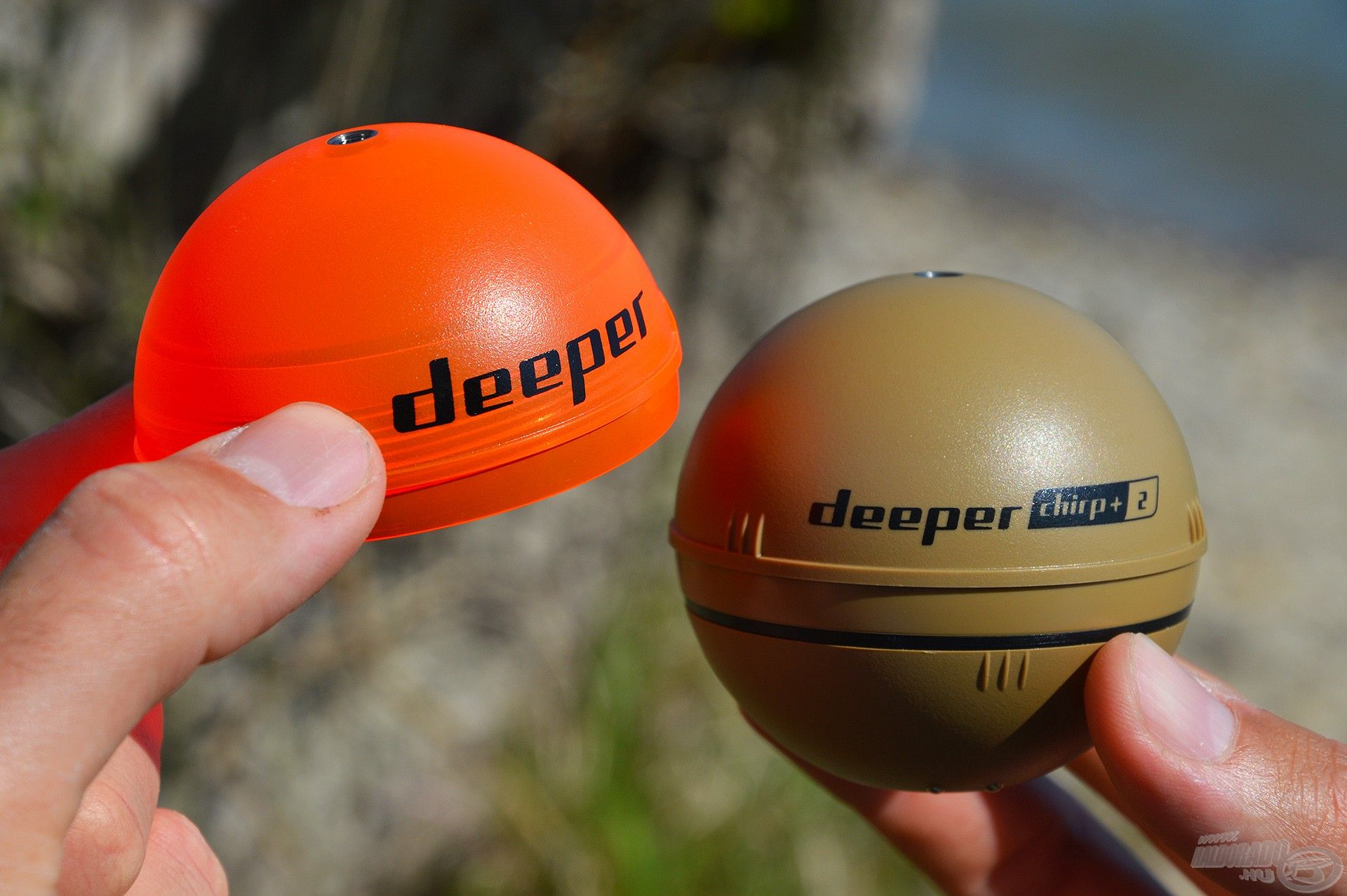 A Deeper Chirp+ 2 radarhoz gyárilag tartozik egy neon narancssárga éjszakai burkolat
