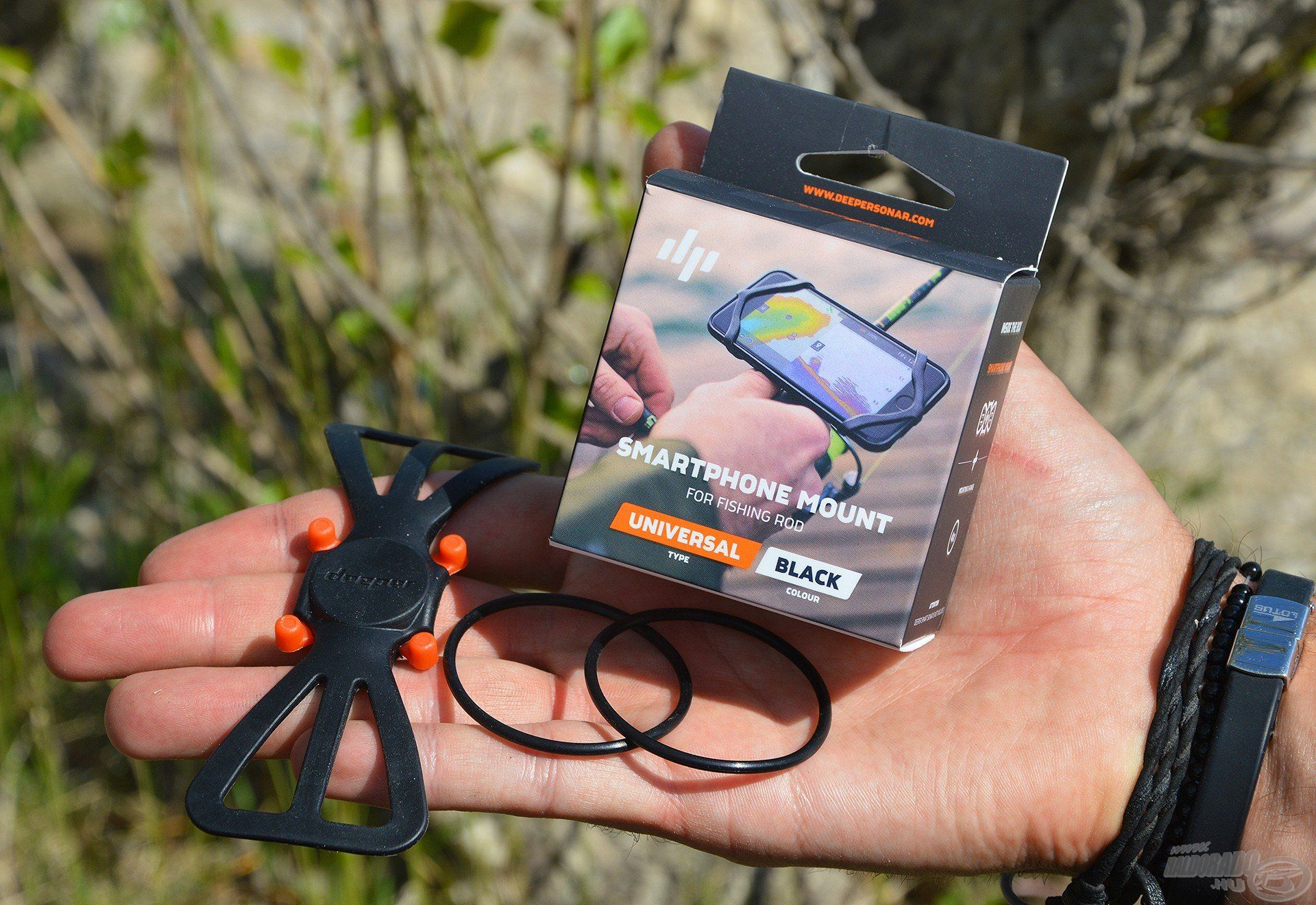 A Deeper Okostelefon rögzítő egy speciális adapter…
