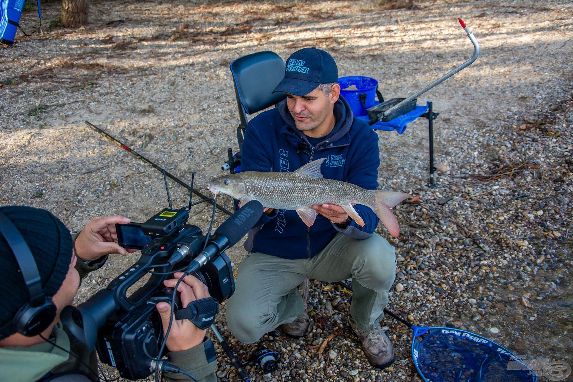 A horgászatról és a technika bemutatásáról látványos film is készült. Jó szórakozást kívánok hozzá!