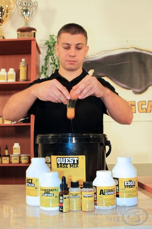 Először a krémes mixet kell bekeverni, melyet a tojások feltörésével kezdjünk! Ehhez nagy segítség az 5 kg vagy 10 kg-os kiszereléshez járó SBS vödör