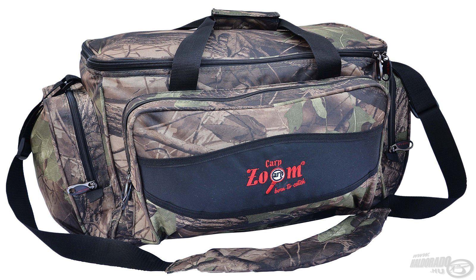 A Carp Zoom Practic táska megalkotásánál a praktikusság volt a fő szempont. Ez a típus is camou, azaz terepszínű mintázatot kapott