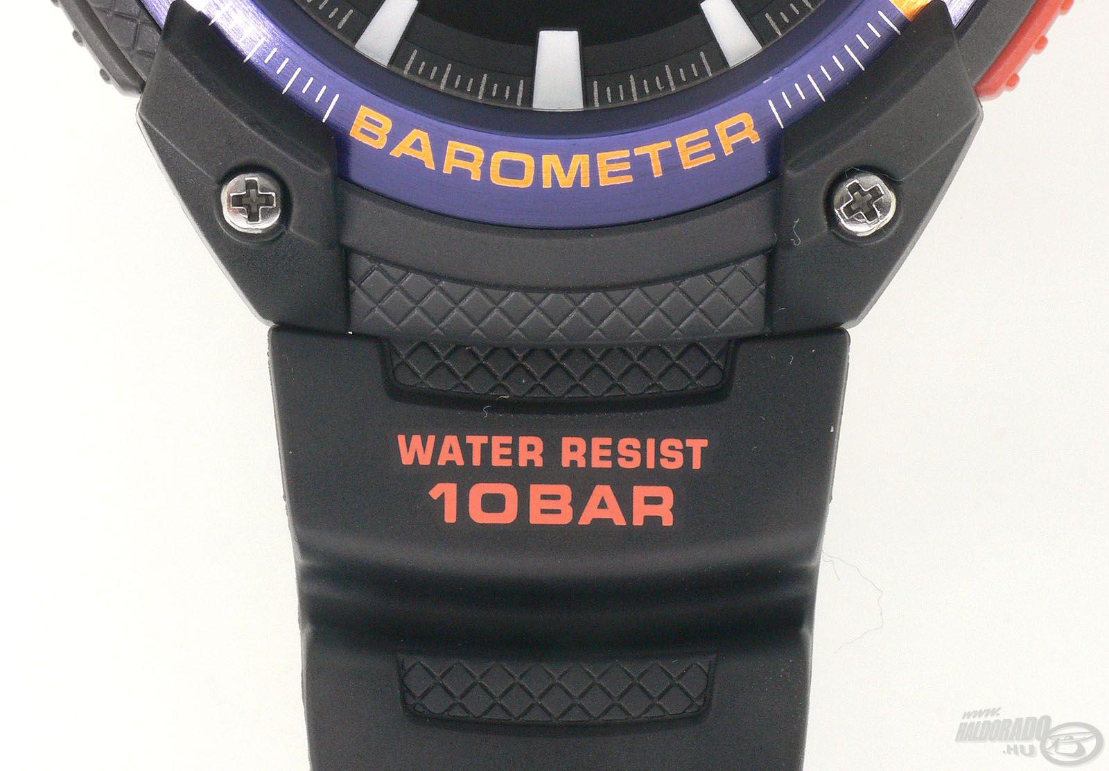 Az óra 10 bar nyomásig ellenáll a víz nyomásának