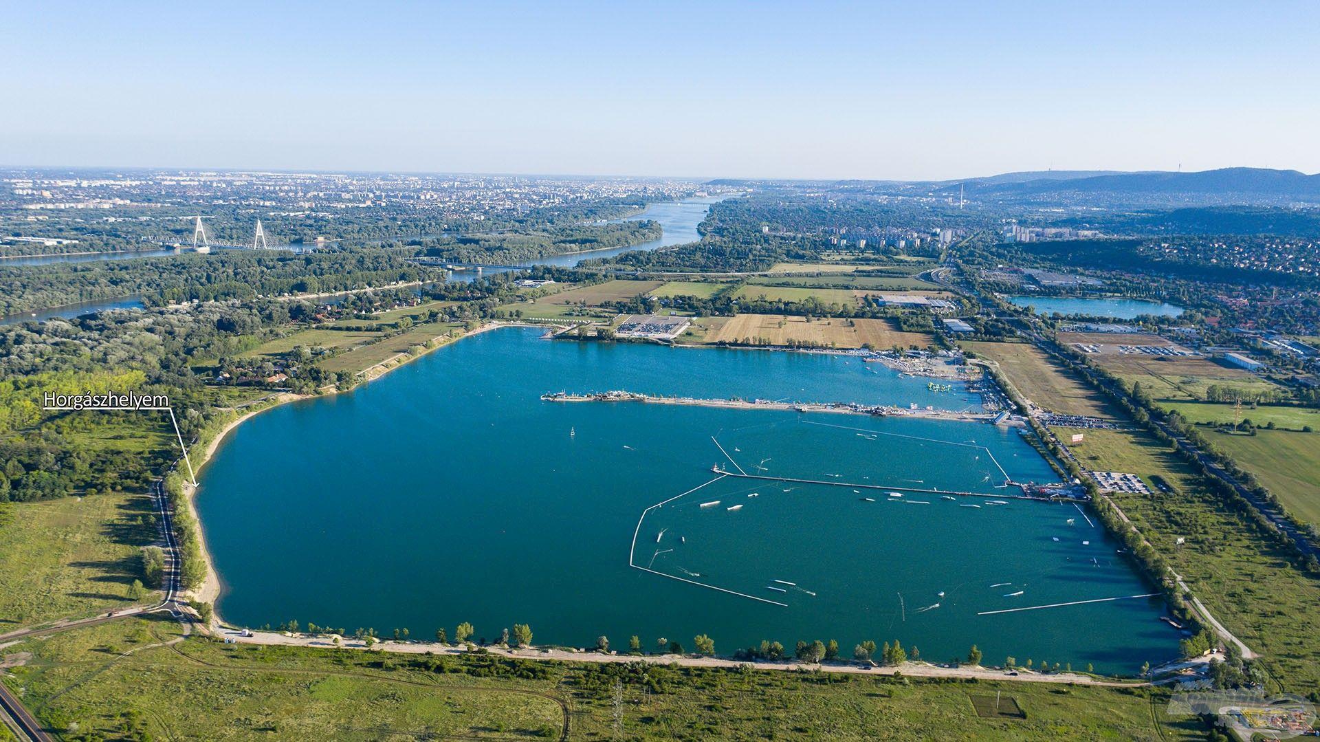A Lupa-tó madártávlatból. Egyszerűen csodálatos a 98 hektár vízfelület, amely akár 9 méter mély is lehet. Óriási élettér ez a halaknak!