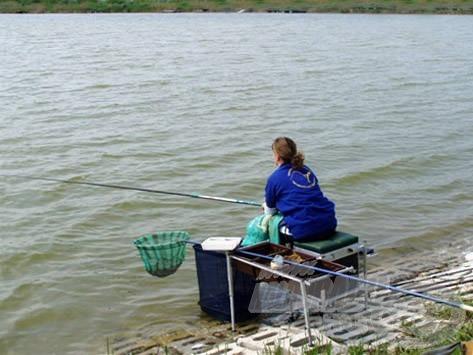 A spiccbot minden horgásznál ott lapul a botzsákban…