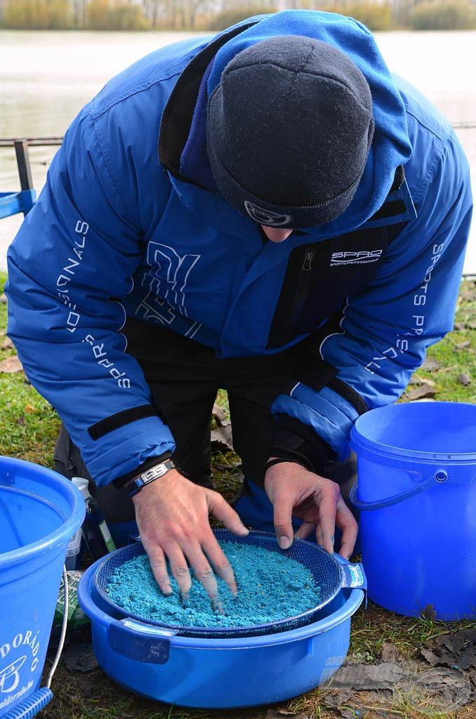 Mindig érdemes figyelmet fordítani a részletekre, így az etetőanyag tökéletes állagának elérésre is. A hideg vízi horgászatok során ez jelentősen növelheti minden keverék hatékonyságát!