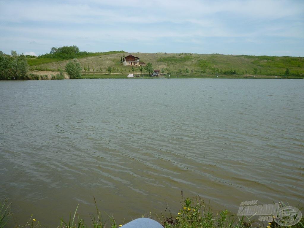 Kilátás az aznapi horgászhelyemről - szemben a halőrház