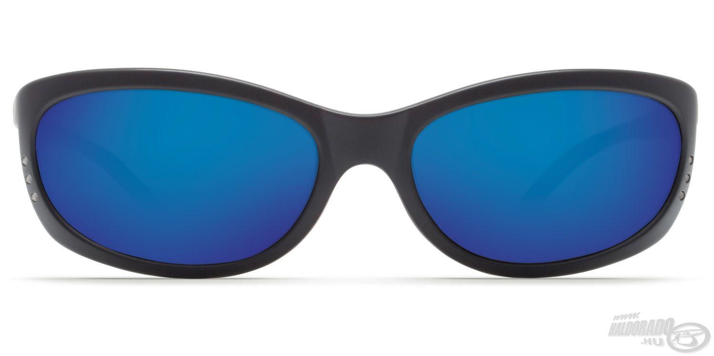 Szürke színű, kék tükröződő bevonatos lencséje 100%-os védelmet nyújt a káros UV-sugarak ellen