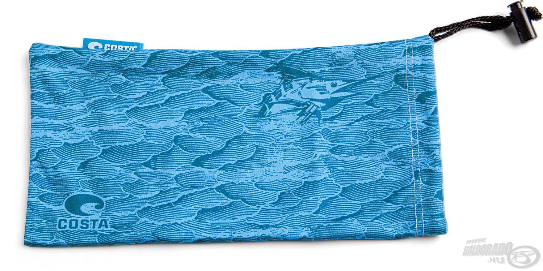 … valamint a törlőkendő, ami egyben összehúzható puha tartóként is használható