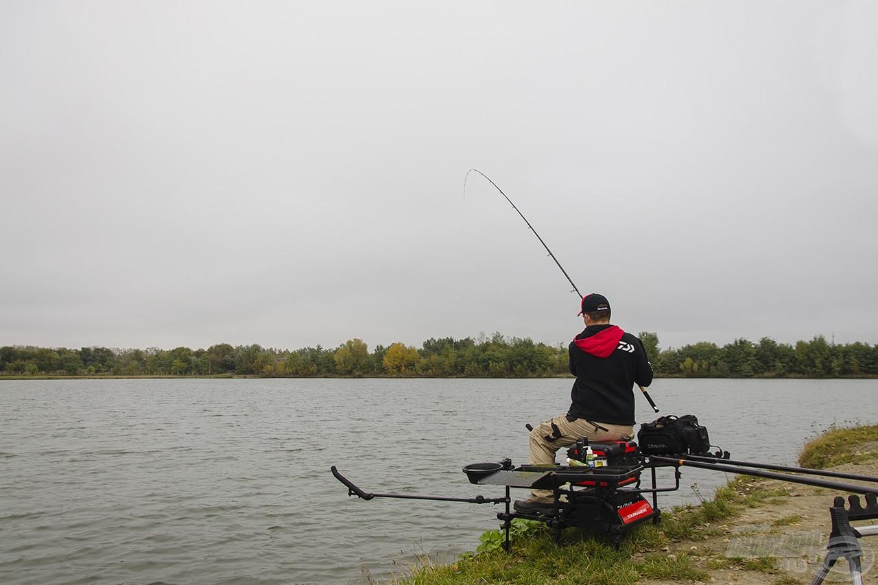 A felszerelés csekély súlya a szákolás során is előnyünkre válik, hiszen könnyebb felszereléssel a halat is egyszerűbb irányítani. A Cast'izm orsó gyorsfék-rendszere pedig lehetőséget biztosít arra, hogy a szákolás előtti utolsó kirohanásokat késedelem nélkül, megfelelő módon kontrollálhassuk