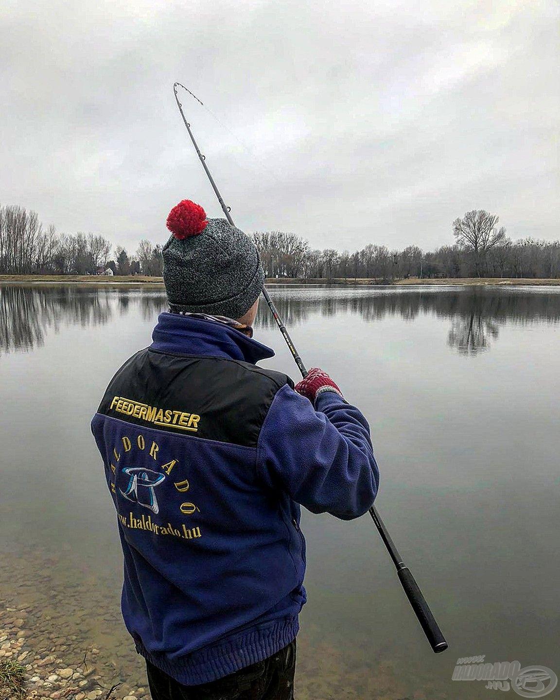 Akcióban a horgász és a felszerelés
