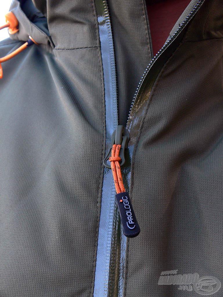 Precíz illesztésű, kiválóan záródó cipzár került a kabátra. Ezen 100%, hogy nem jut be sem a szél, sem az eső!