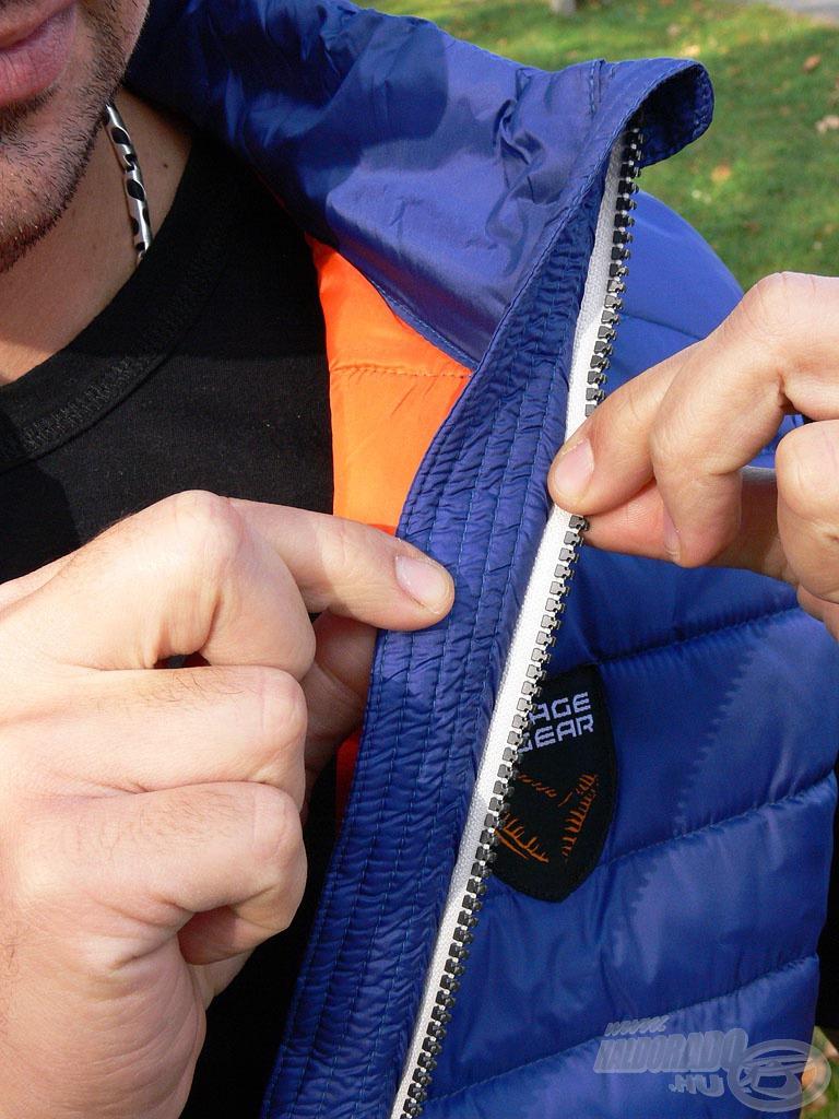 A cipzár mögött extra szegély bújik meg, ami biztosítja, hogy a szél ne tudjon átfújni a záró felületen