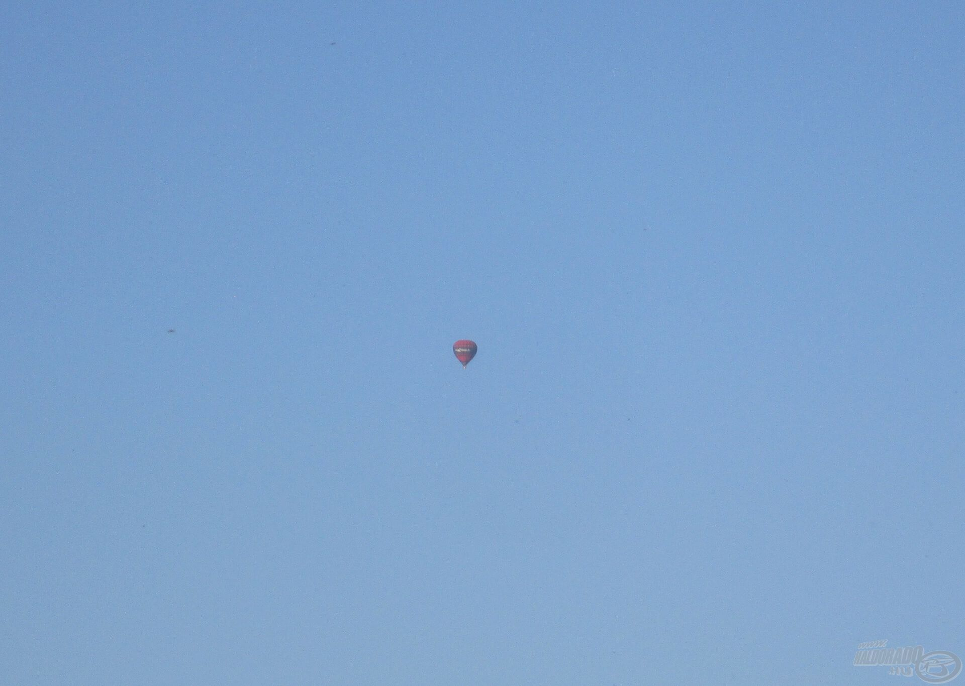 Vajon ez a hőlégballon milyen messze volt? Egy biztos, olyan felszerelést még nem találtak ki, amivel azt a távolságot meg lehetett volna dobni!
