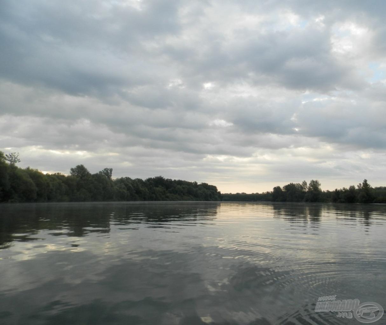 Hajnal a Tiszán