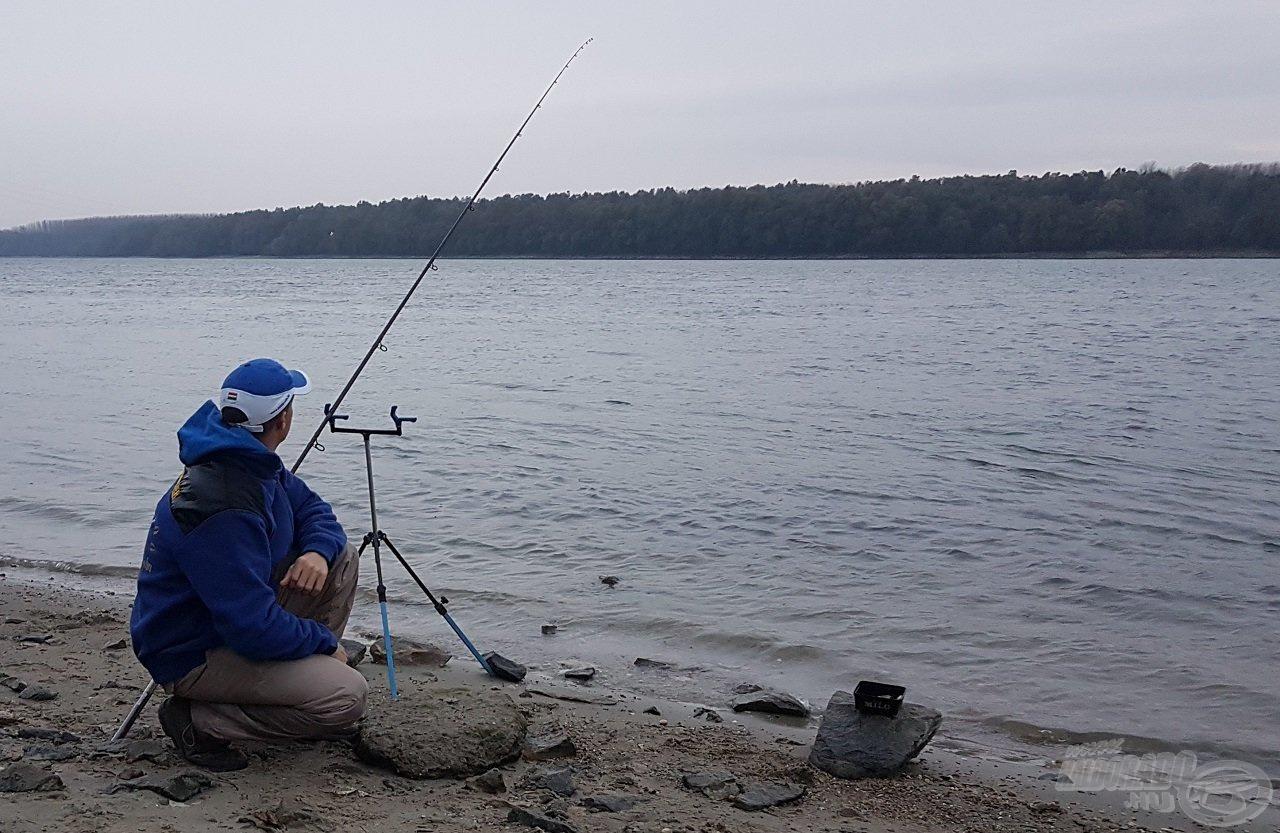 Még a szürkület előtt megérkeztünk, hogy az esti horgászat idejére minden készen álljon