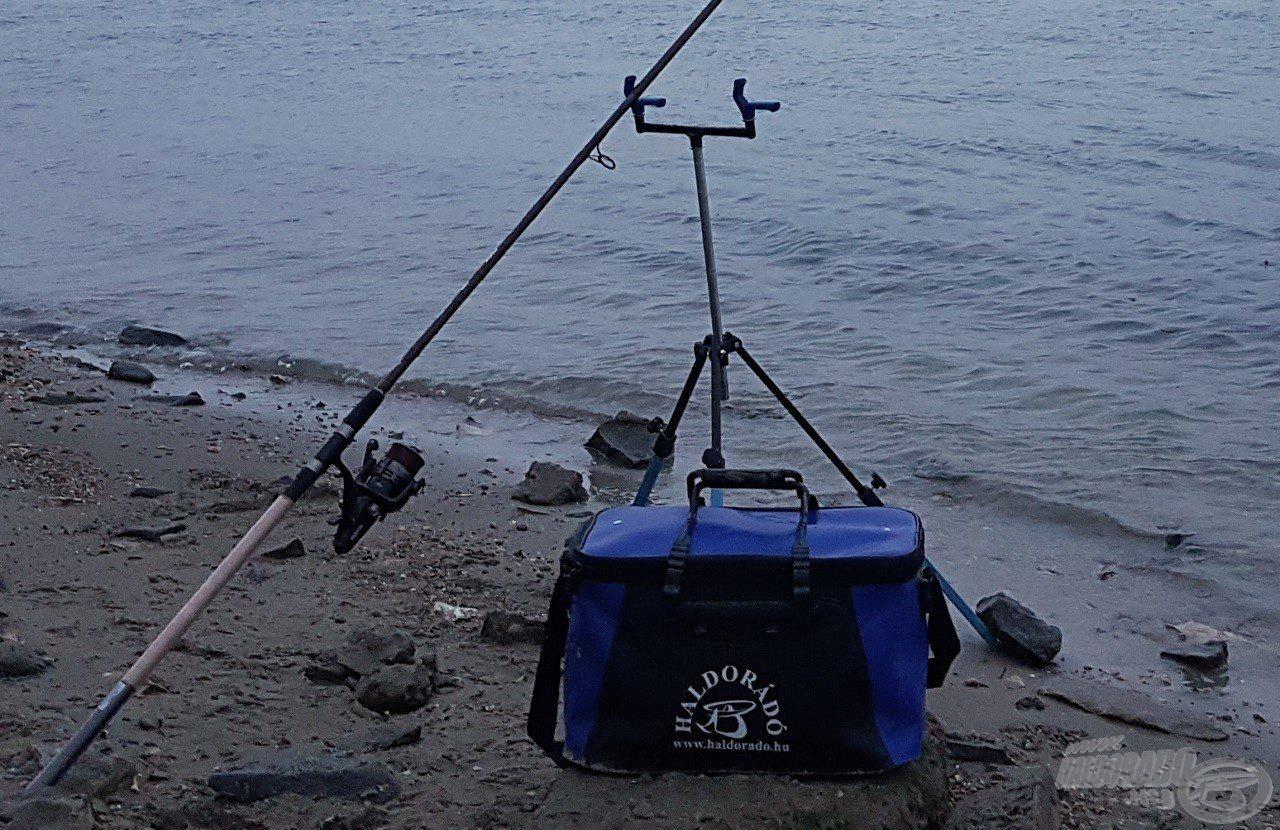 A Haldorádó vízhatlan szerelékes táska megfelelő védelmet nyújtott felszereléseinknek a változó intenzitású esőben