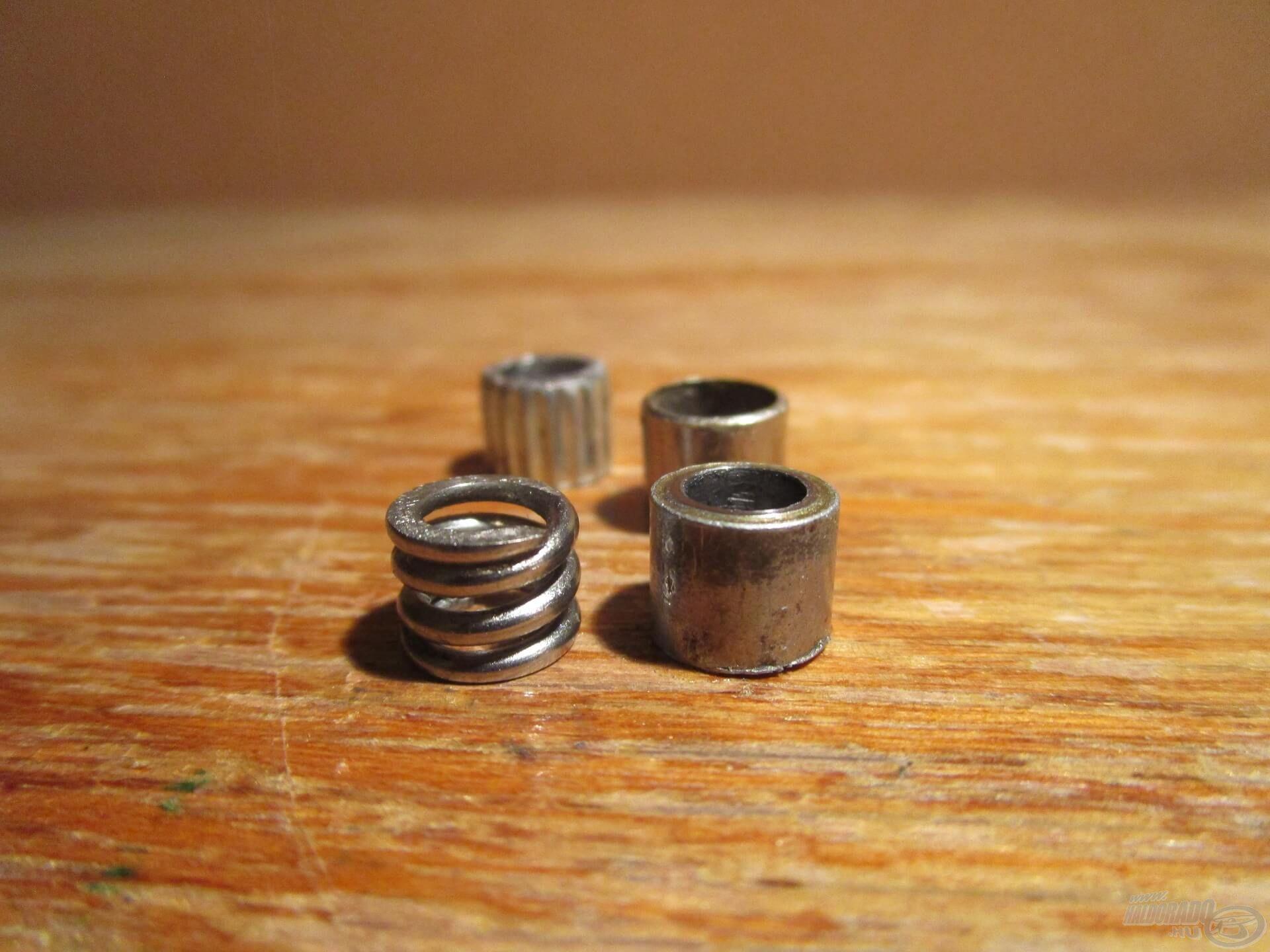 Egy, a rugó magasságával megegyező fém perselyre van szükség az átalakításhoz. Az nem baj, ha a persely belső átmérője valamivel nagyobb