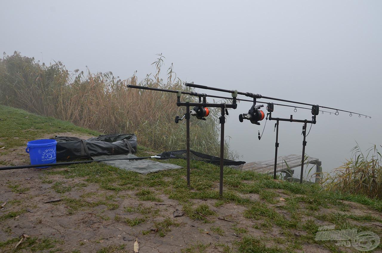 Az utolsó nap reggelén sűrű köd borult a tóra…