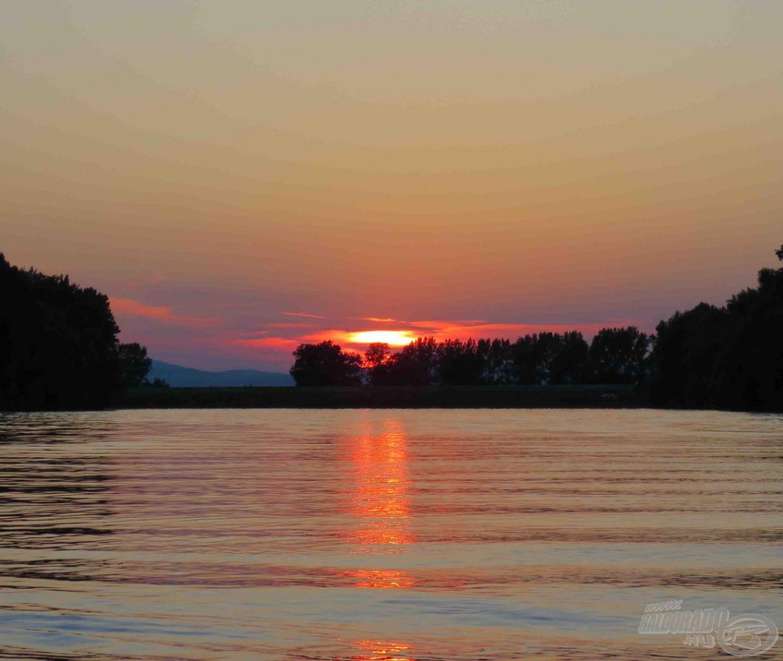 Csodás naplemente