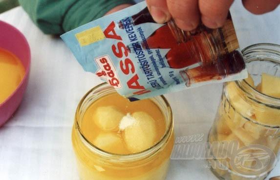 Mielőtt lezárnánk az üveget ne feledkezzünk meg a Hassa tartósító szerről sem! Ez egy különleges tartósítószer, mely mentes a különféle mellékízektől. Ennél fogva nyugodtan használhatjuk, hisz csalink íz és illathatásán semmit sem változtat.