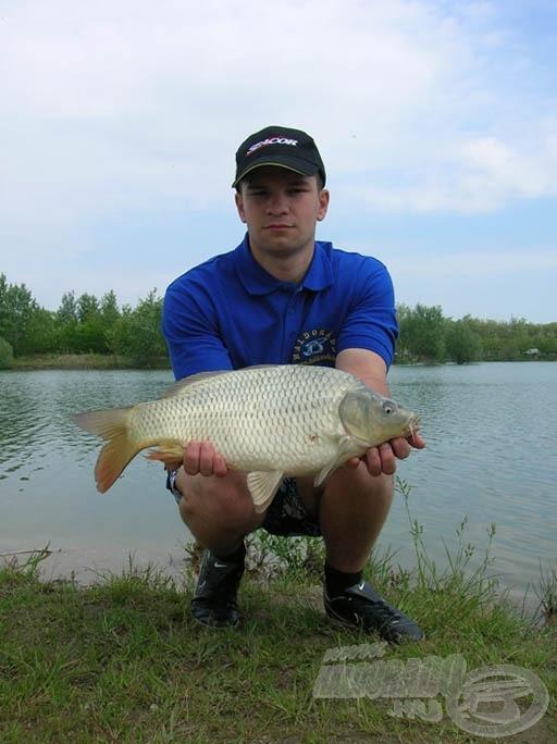 A nap első hala ez a szép, 2,5 kg-os ponty volt