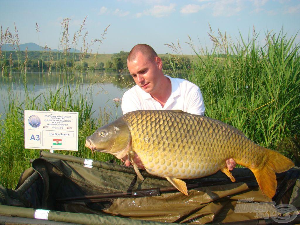 A The One I. első hala, mindjárt 15 kg felett