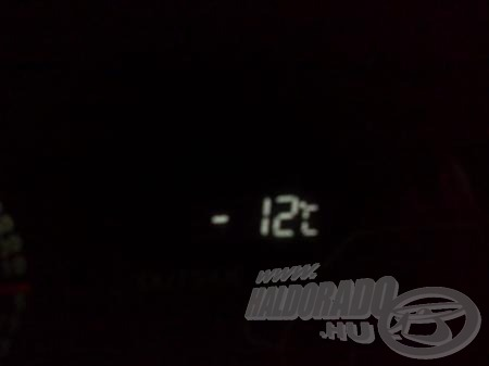 Az autó hőmérője is lassan feladta a szolgálatot ilyen hidegben