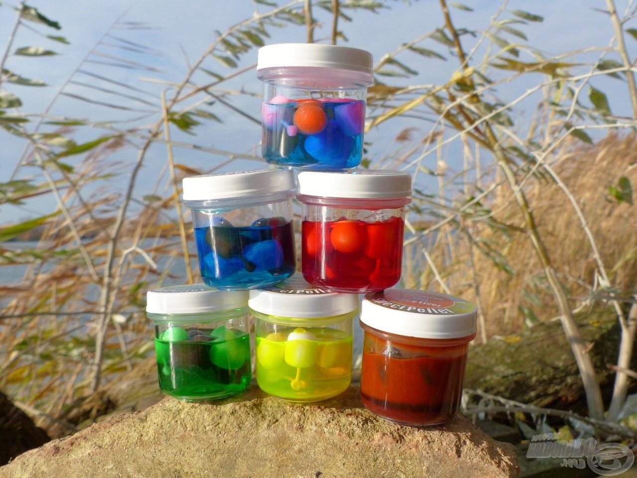 """Mind a hat ízvilág tartalmaz feltűnő és diszkrétebb színű csalikat is, így könnyedén tudunk igazodni a halak éppen aktuális ízléséhez, kapókedvéhez. A Spéci termékcsalád esetében megszokhattuk, hogy feltűnő színű, aromás lében """"áznak"""" a csalik, nincs ez másként a SpéciPelletek esetében sem. Igazi nagyhalas csalik!"""