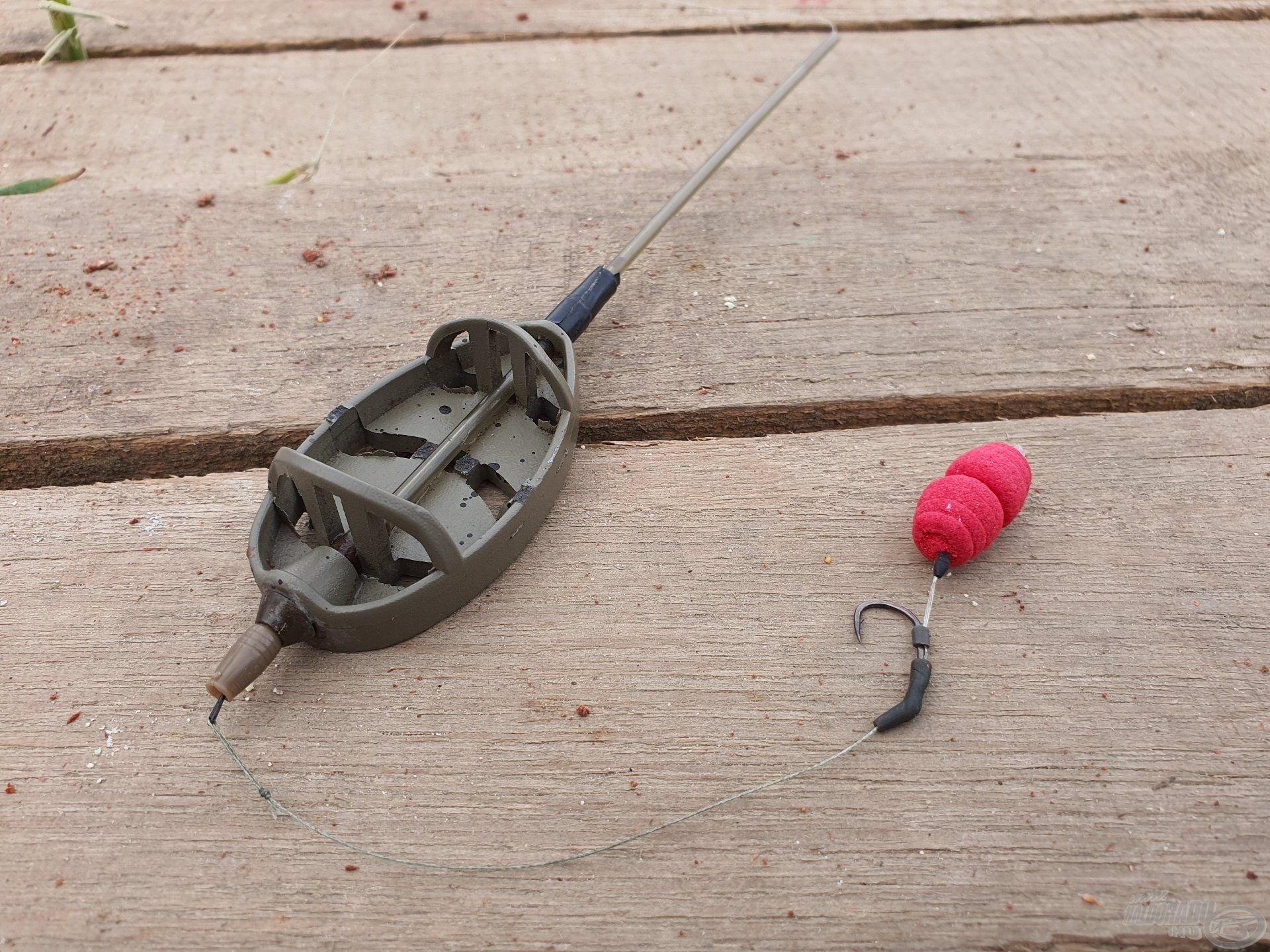 55 grammos Long Cast Method Feeder kosár 8-as Korda Wide Gape horoggal