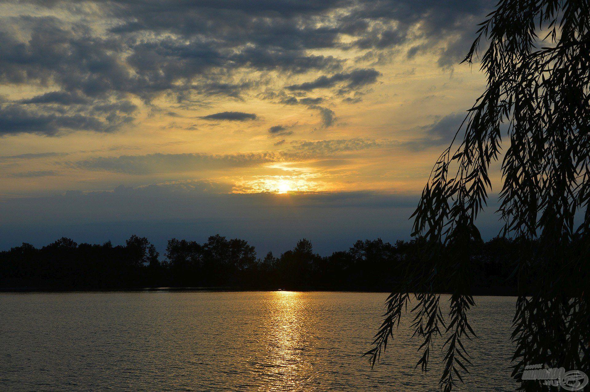 A naplementével én is befejeztem a horgászatot, Nem semmi nap volt, rengeteg élményt tudhattam magam mögött