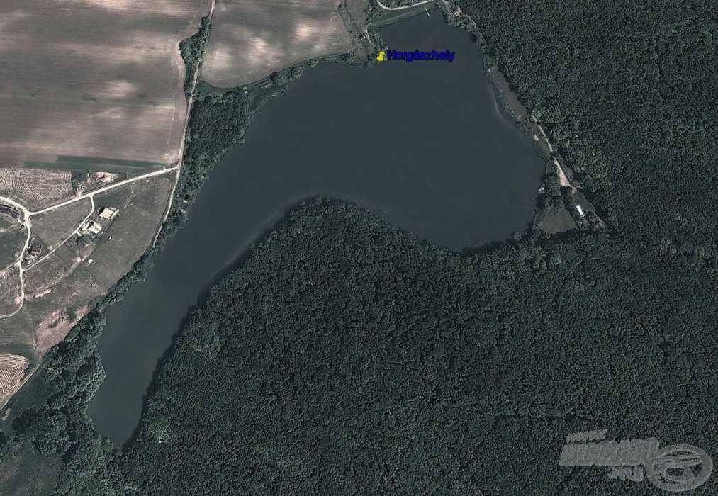 Választásom a tó keleti oldalára, a gát melletti félszigetre esett