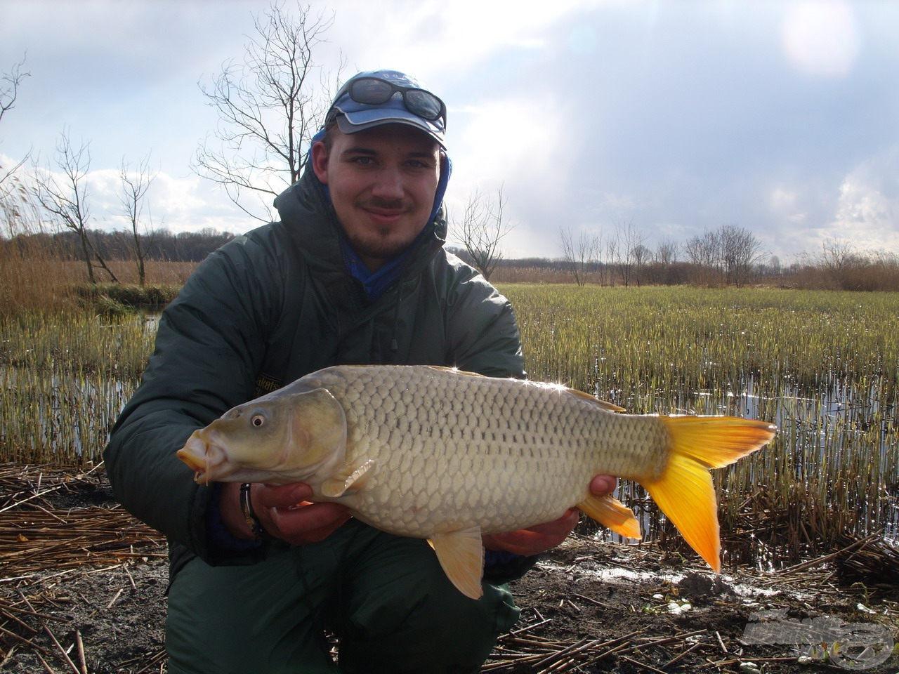 Feederbottal a Sárkány horgásztavon II. - A tavasz első sugarai… a horgászat élménye
