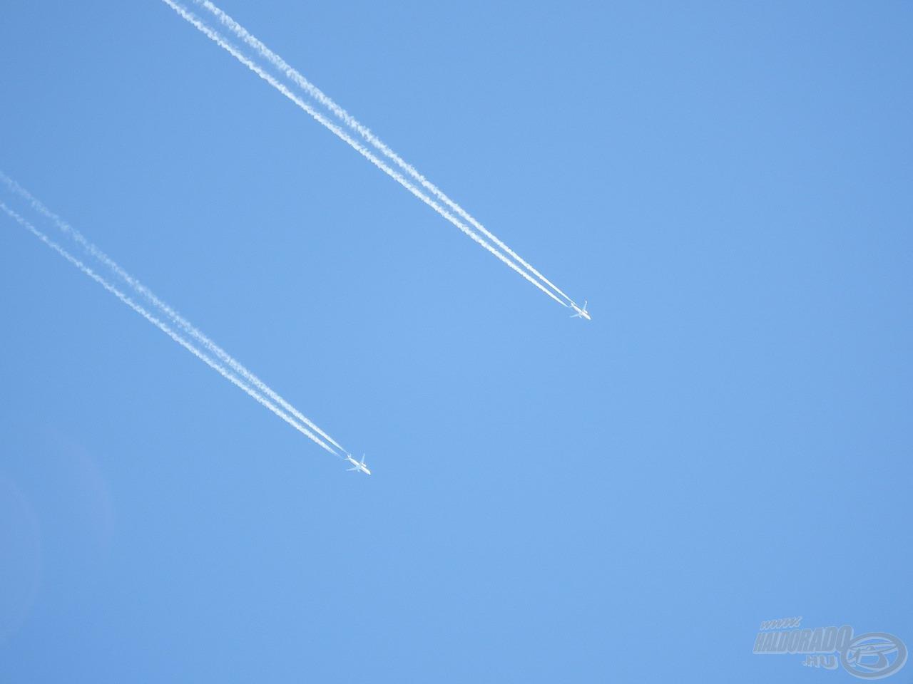"""Nem csak a természet tartogatott érdekességeket, utasszállító repülőgépeket én még speciel nem láttam """"versenyezni"""" :-)"""