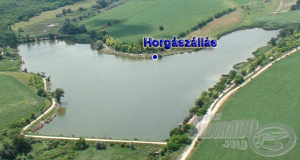 Az Úri Horgásztó formája egy tömzsi szárú térbeli Y-ra hasonlít. Az általam legjobbnak tartott horgászállás e forma belső csücskén, a tó nyugati oldalán helyezkedik el. Az autós közlekedést rendkívül megkönnyíti, hogy mindenhol jól járható út övezi a vizet