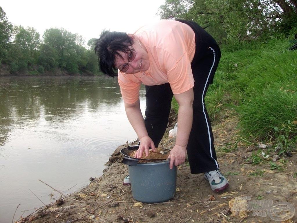 Készül az igazi folyóvízi aroma a párom közreműködésével