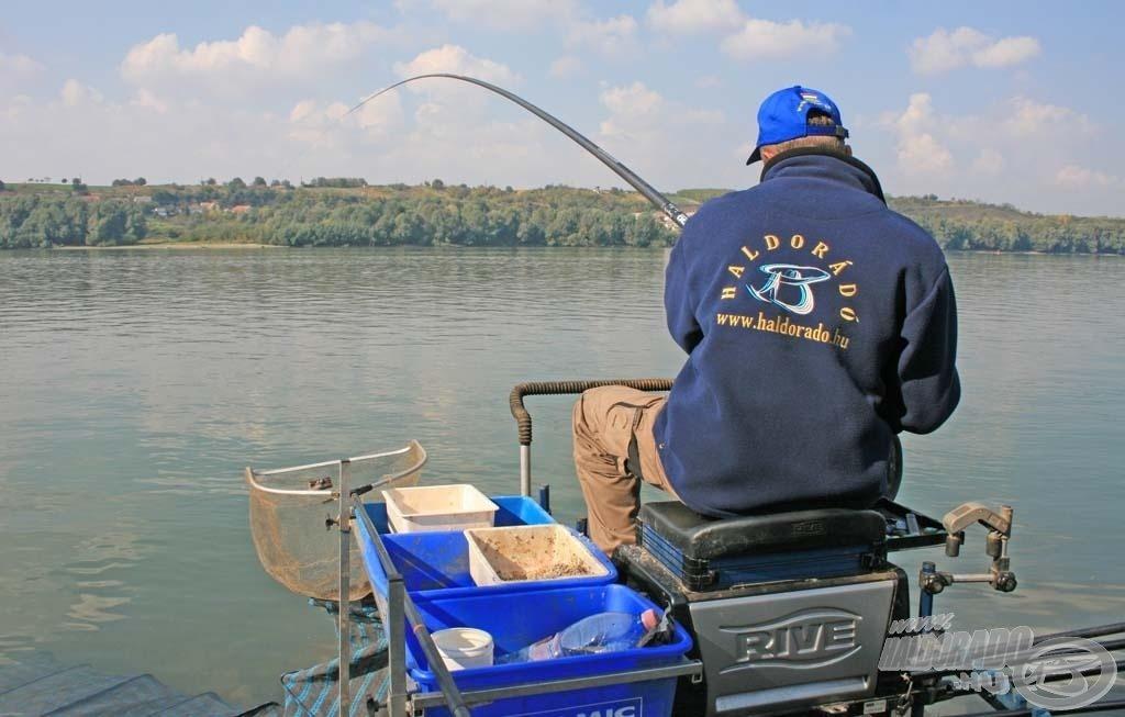 Rakós botos horgászatnál is használható ez a kosár, főleg az erősen áramló vizeken!
