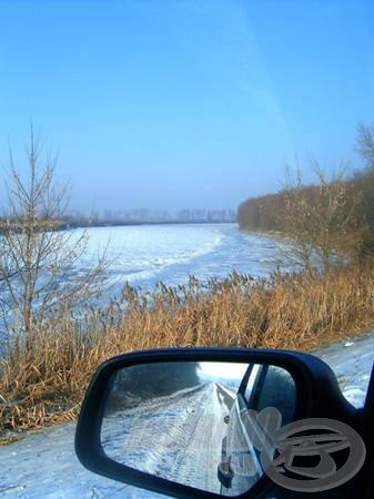 2006. január 28. - Jég alatt a Tisza. Idén a befagyás állapotának még csak közelébe sem került