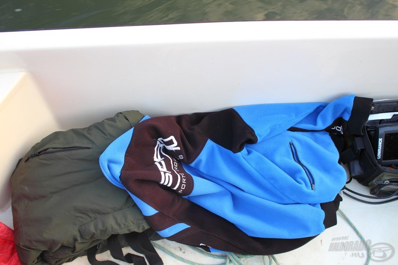 Sokan indulnak neki a nyári melegben egy rövidnadrág/póló kombóban estére horgászni, pedig gyakran elkél a thermoruha is