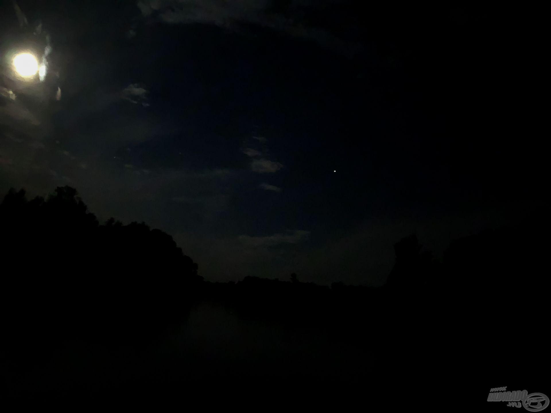 Szinte nappali fényt ad a Hold