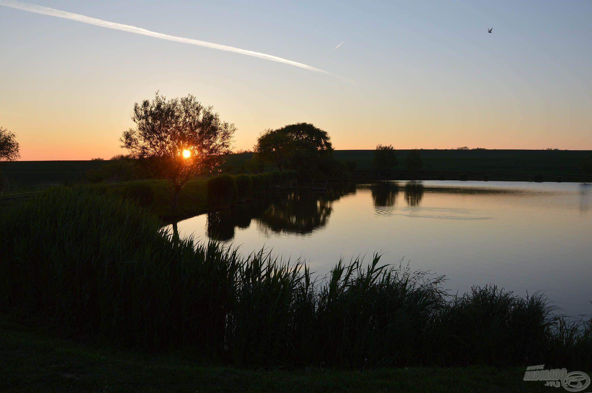 Hangulatos napkelte fogadott a tó partján, s már ekkor láttunk néhány biztató fordulást