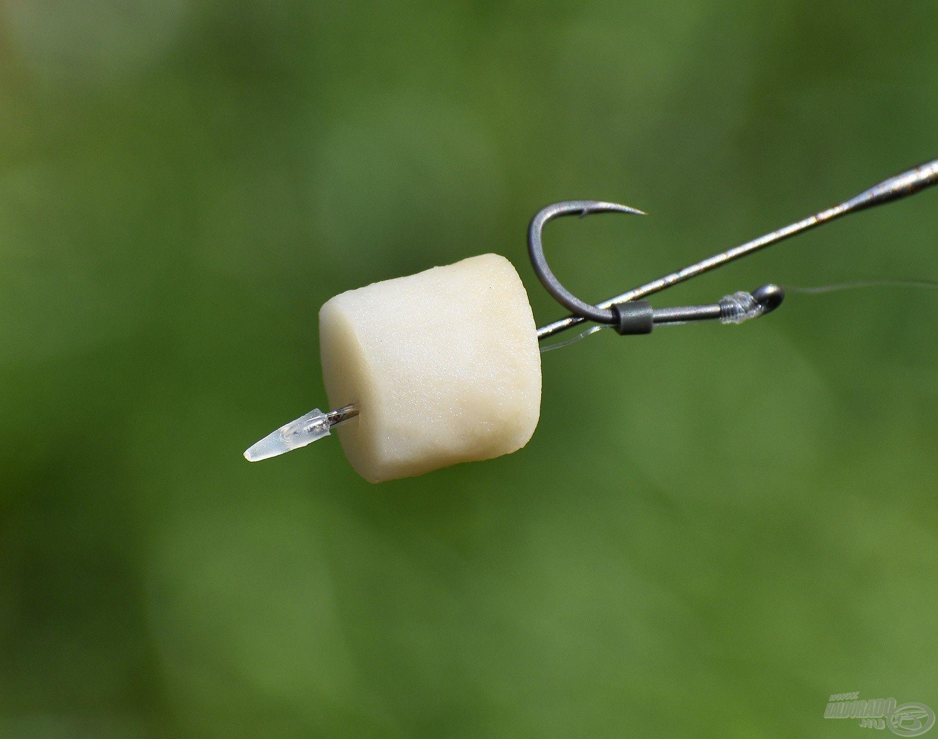 A Natural Bait rugalmas, gumis állaga gond nélkül bírja ezt a fűzést