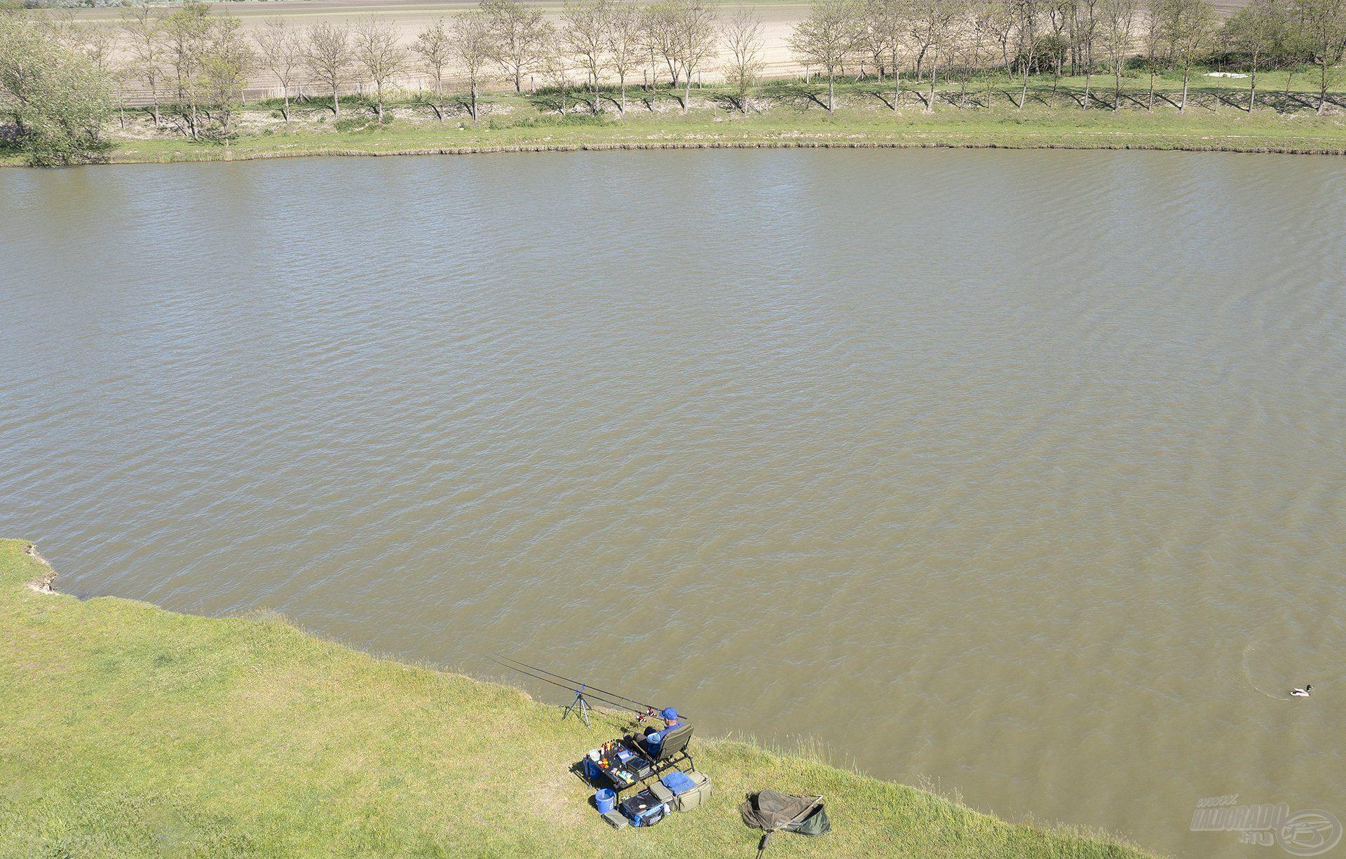 Ezen a napon horgásztam először ezen a szimpatikus, kellemes környezetű kis vízen…