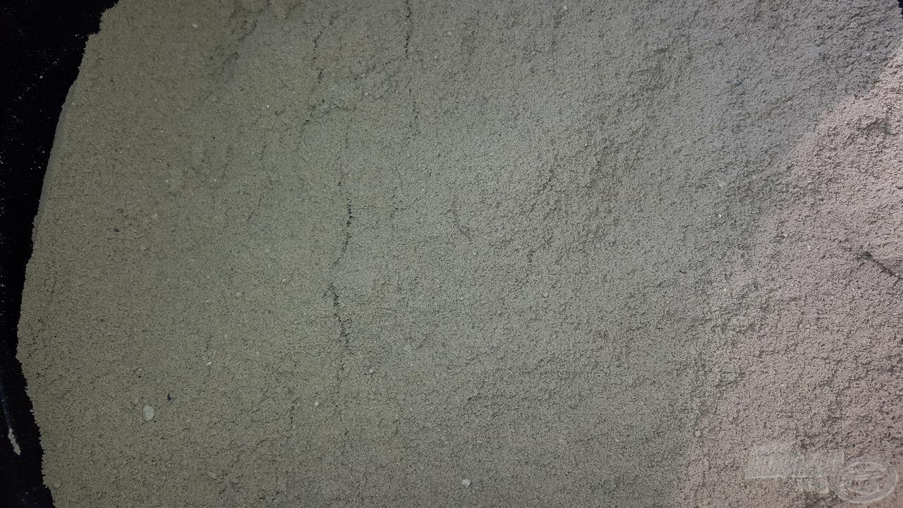Az áttört, megfelelően nedvesített löszös agyag már tökéletes alap a földes szúnyog elkészítéséhez