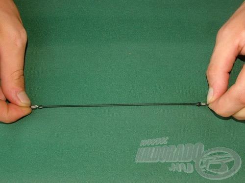 … azonban egy erőteljes húzást követőn (kapást imitálva) akár 30-32 cm-re is megnyúlik!