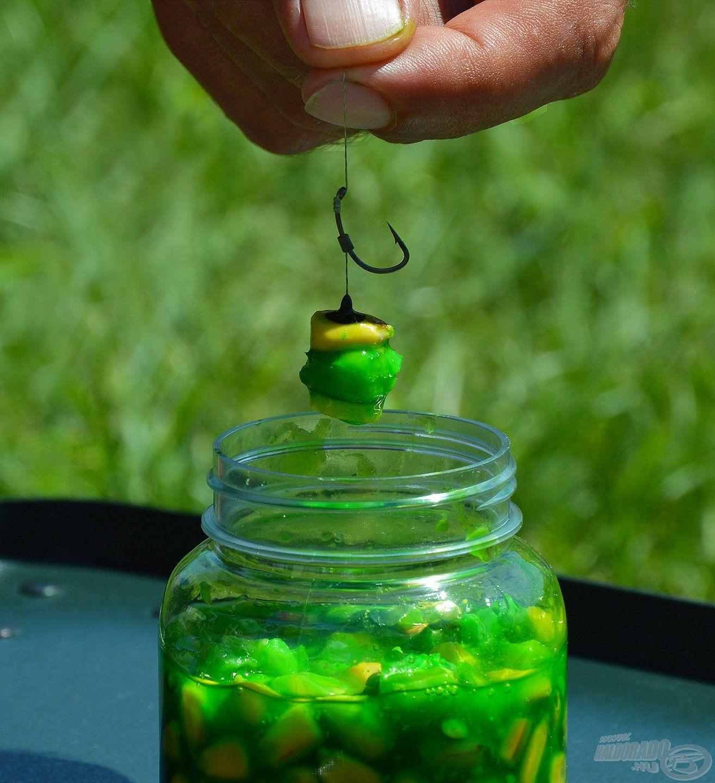 Érdemes ezt a horgászat előtti napokban előre elkészíteni, így tökéletesen átjárja a magvakat a csábító aroma