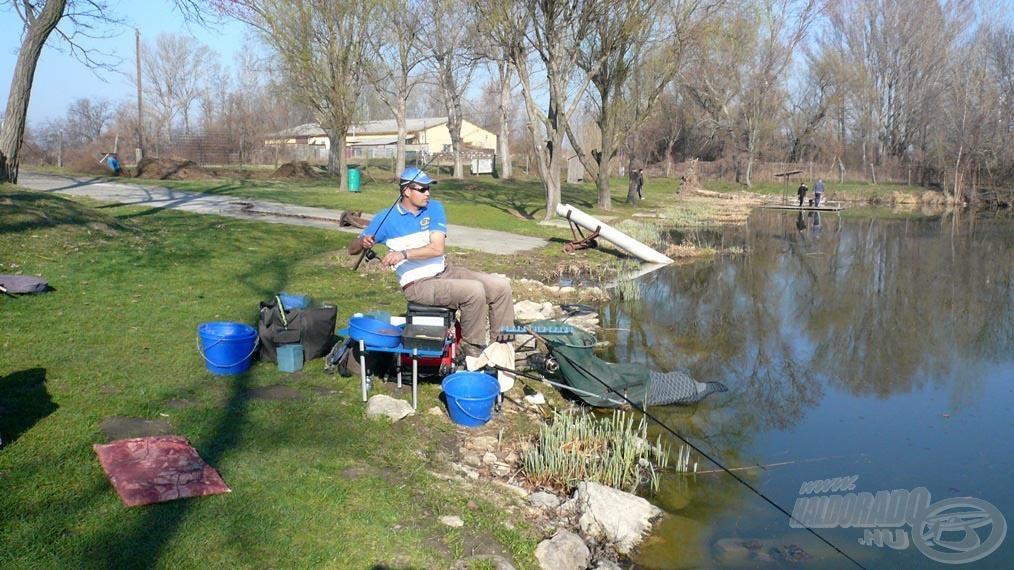 A közeli horgászat és a gerinces bot eredménye: gyors kontaktus a hallal