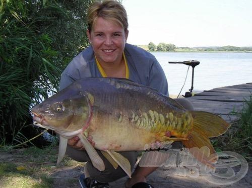 Túra első hala, amely egyben párom első egyedül kifárasztott pontya is, súlya: 10,3 kg)
