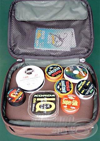 A Fox rengeteg fajta előketartó táskát készít, de a végeredmény mindegyiknél ugyanaz. Praktikus és sérülésmentes elhelyezés, könnyed szállíthatóság