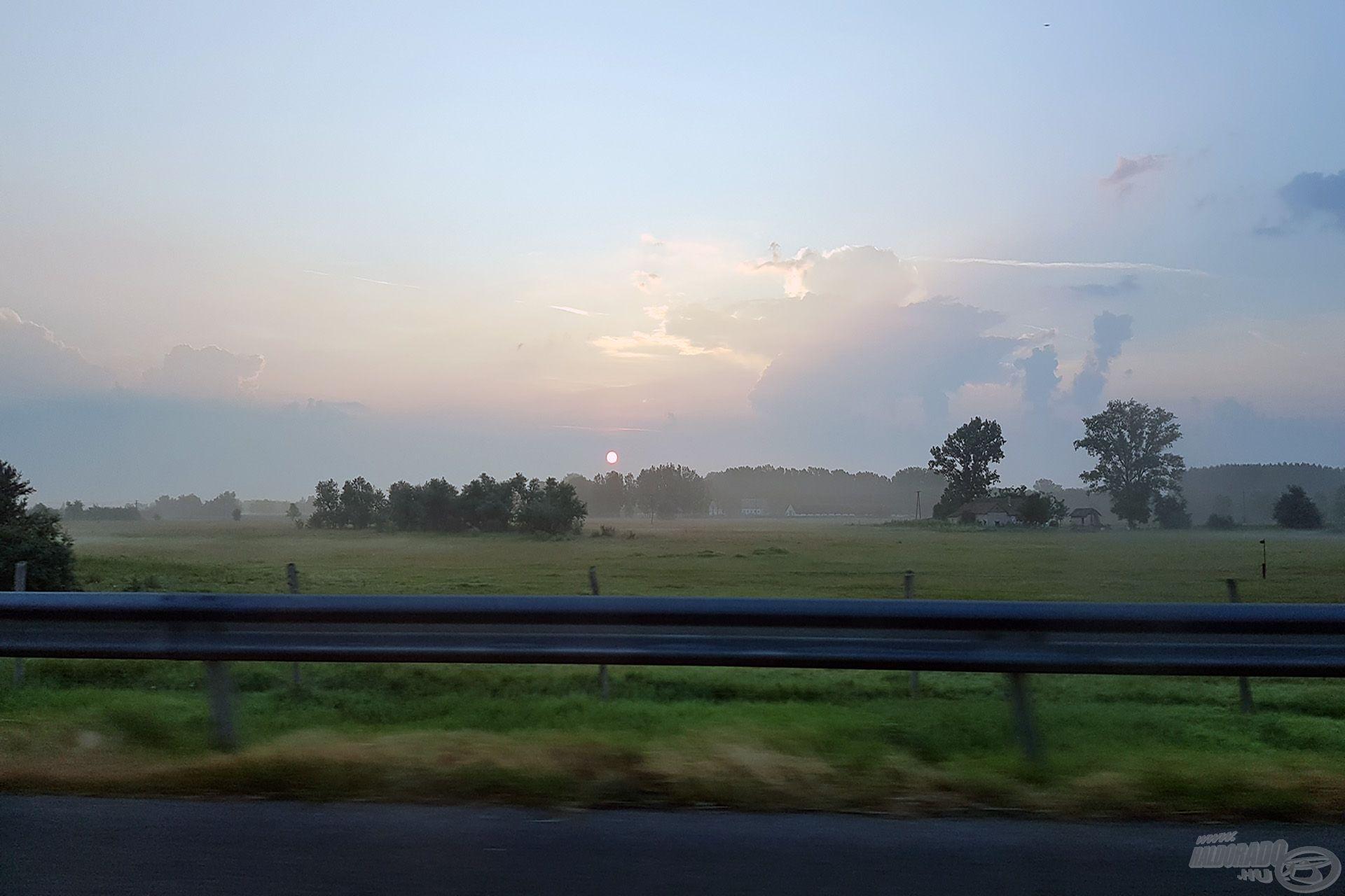 Napfelkelte az autópályán