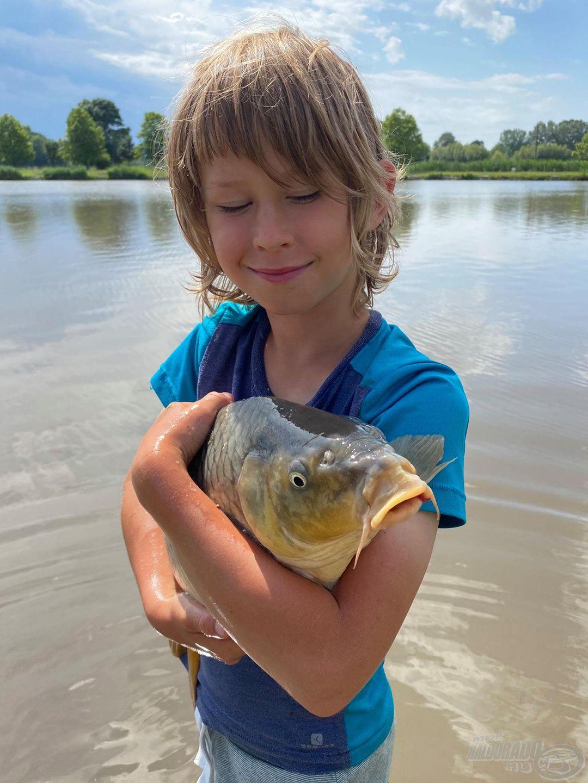 … miközben megtanulják becsülni, szeretni a természetet, a halakat